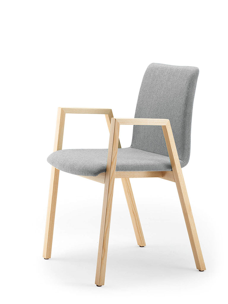 PAN | four-legged chair | fully upholstered | with armrests